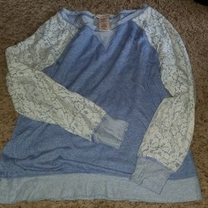 Adorable sweatshirt with lace detail on sleeves